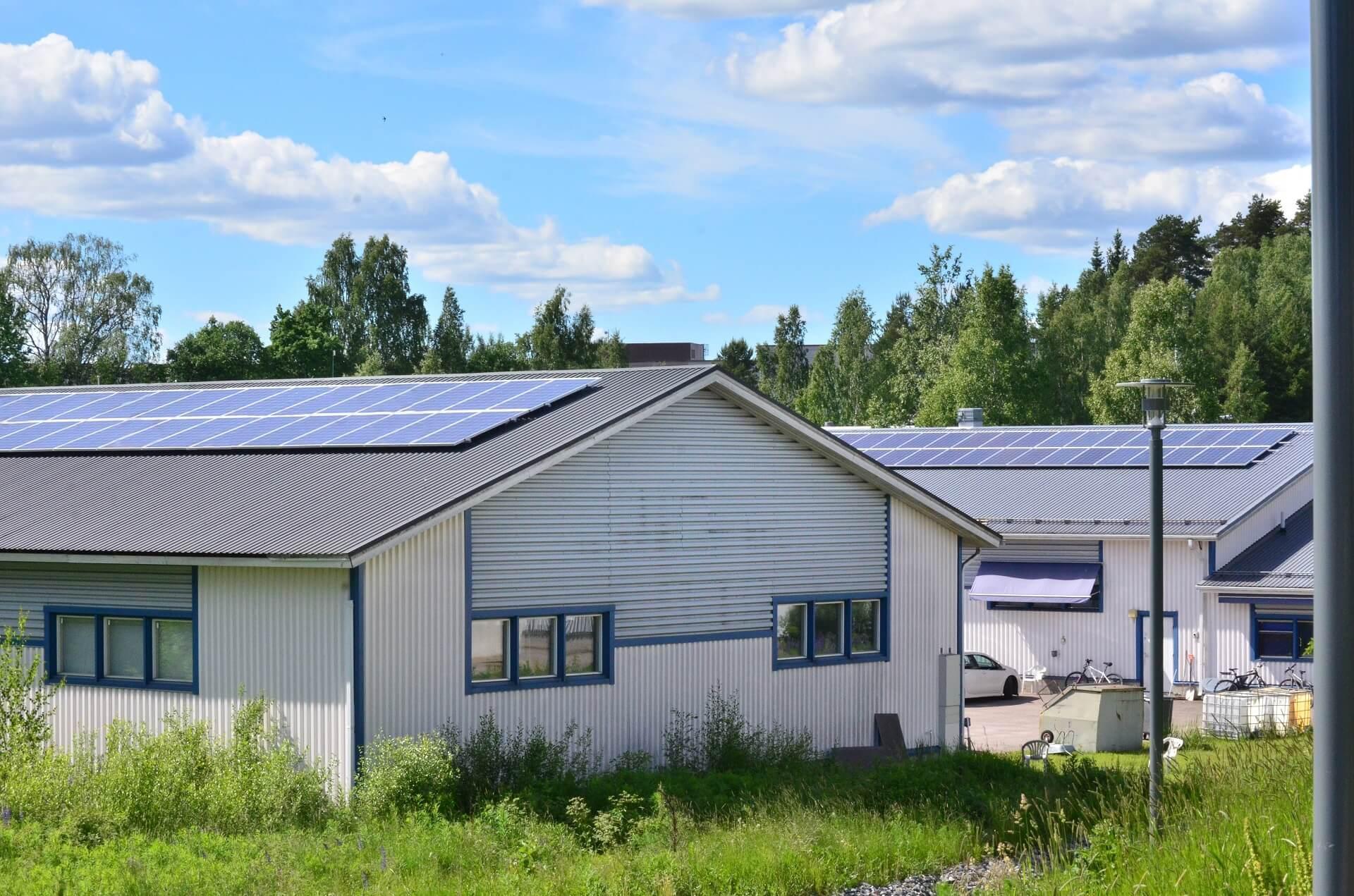 Aurinkopaneelit yrityksille ja julkisiin rakennuksiin